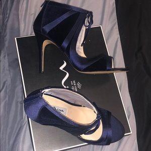 New Navy velvet heels by Nina